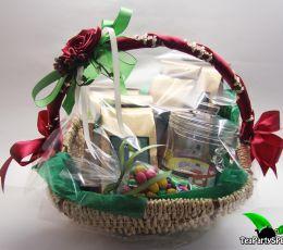 Подарочная корзина с чаем и сладостями «Симфония»