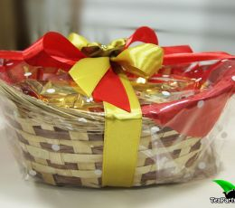 Подарочная корзина с чаем и сладостями - «В лукошке»