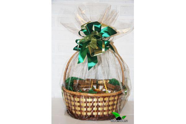Подарочная корзина с чаем, кружкой и сладостями - «Чай - лучший подарок»