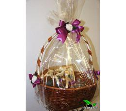 Подарочная корзина с чаем, сладостями и чайником