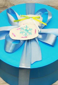 Новогодний кофейный набор в круглой коробке - «Снежок» (чай,кофе, сладости)